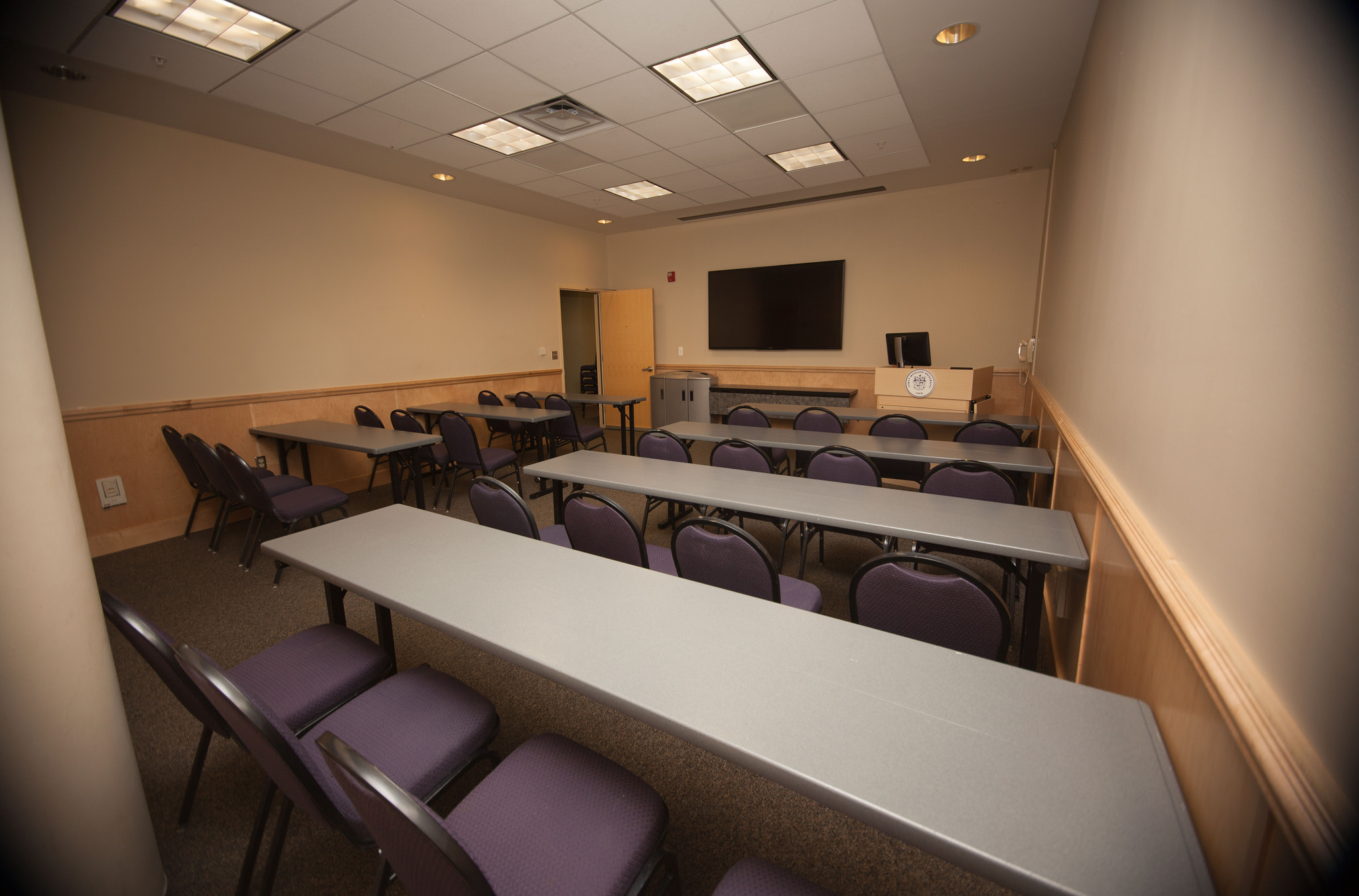 Photo of a small conference room with classroom setup.